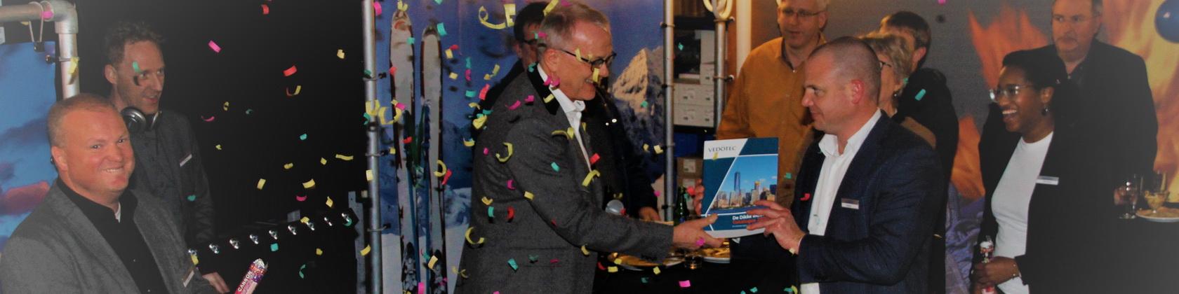 Marien ontvangt De Dikke Blauwe 2020 van Piet